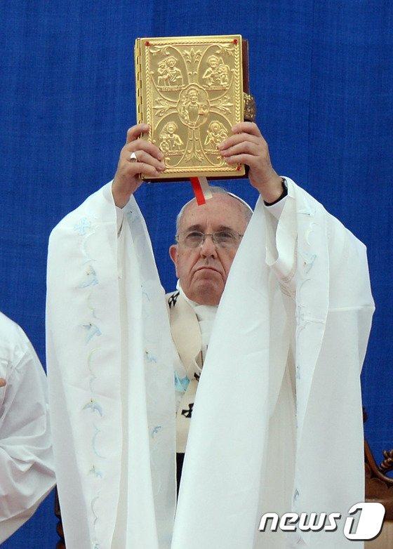 [사진]프란치스코 교황, 대전서 대중 미사