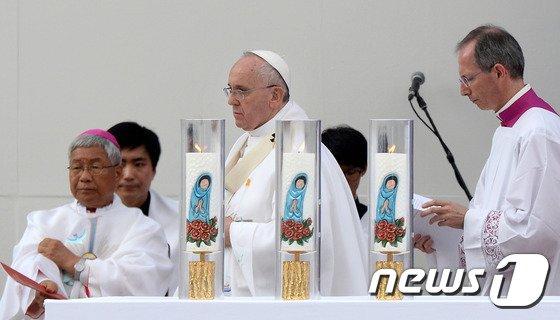 [사진]프란치스코 교황 '성모승천대축일' 미사 집전
