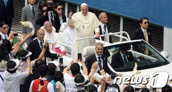 [사진]'프란치스코 교황을 스마트 폰에'