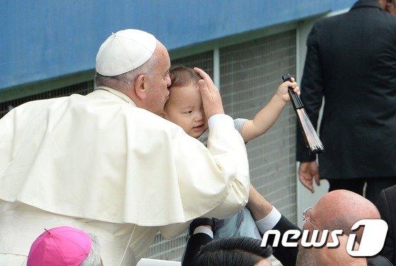 [사진]프란치스코 교황의 강복