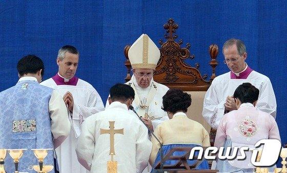 [사진]프란치스코 교황 '한반도 평화 메시지 전달'