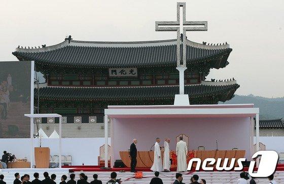 [사진]교황, 내일 광화문 광장에서 시복식