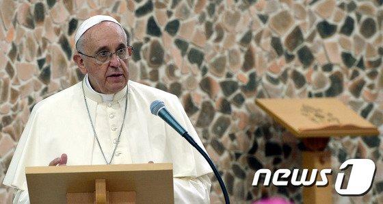[사진]아시아 주교들 만나 연설하는 교황