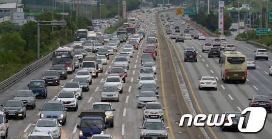 [사진]막바치 휴가철, 고속도로 '막힌다 막혀'