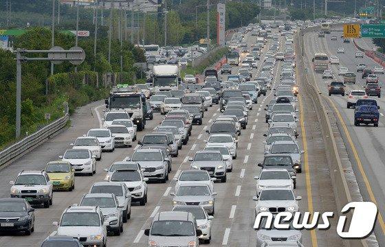 [사진]막바지 휴가철, 고속도로는 '엉금엉금'