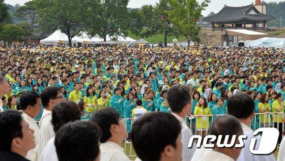 [사진][교황 방한] 아시아청년대회 '간절한 마음으로...'