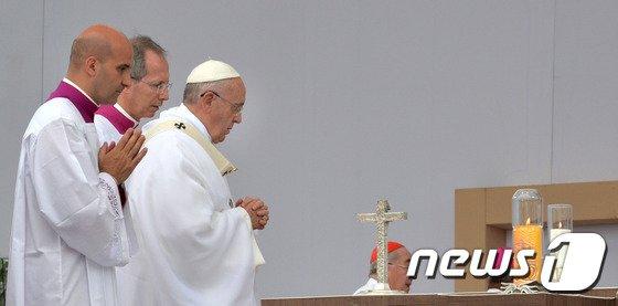 [사진][교황 방한] '교황의 기도'