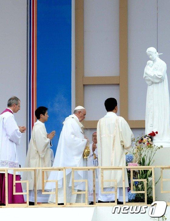 [사진]프란치스코 교황, 순교의 땅에서 미사 집전