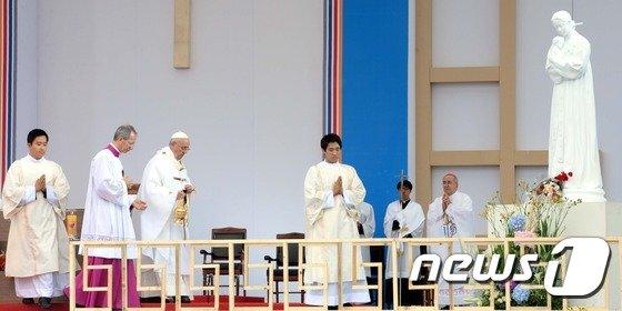[사진]교황, 한국 천주교 순교의 본거지 해미읍성에서 미사