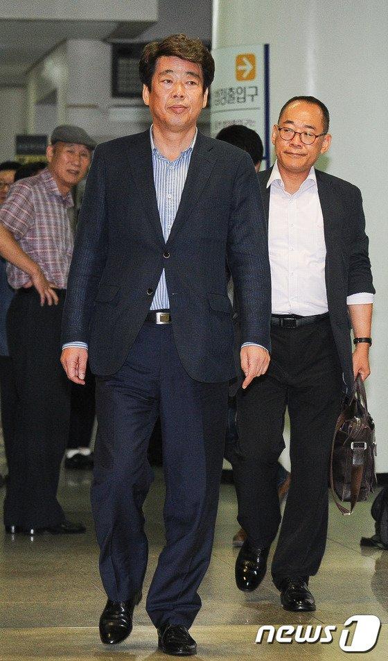 [사진]'금품수수 의혹' 신계륜 의혹 자진 출석