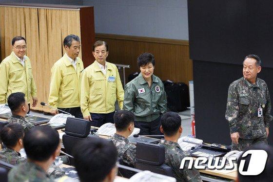 [사진]박근혜 대통령, UFG 연습 현장 방문 및 훈련인원 격려