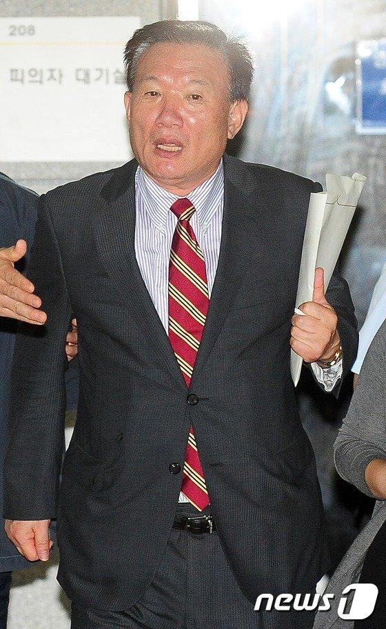[사진]영장실질심사 마친 박상은 의원