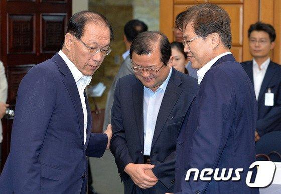 [사진]황우여-최양희 당정협의 대화