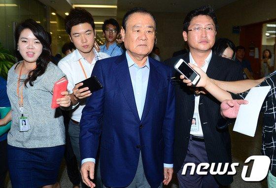 [사진]기자회견 마친 송광호 의원