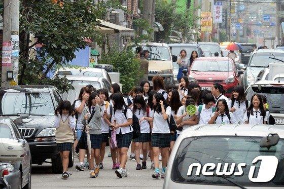 [사진]9시등교하는 의정부여중 학생들
