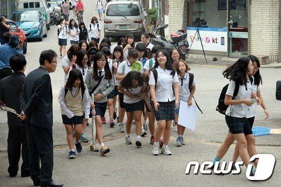 [사진]9시등교 시행 첫날 맞은 의정부여중