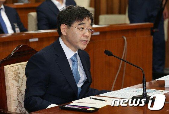 [사진]권순일 '부동산 투기 의혹 관련 답변'