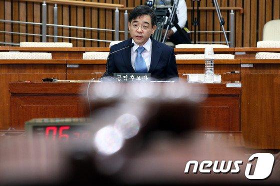[사진]답변하는 권순일 대법관 후보자