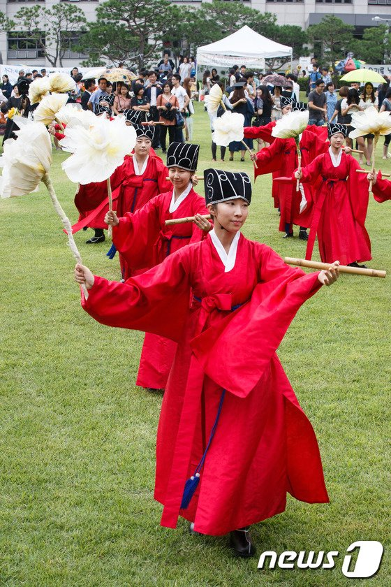 [사진]'졸업 축하합니다'
