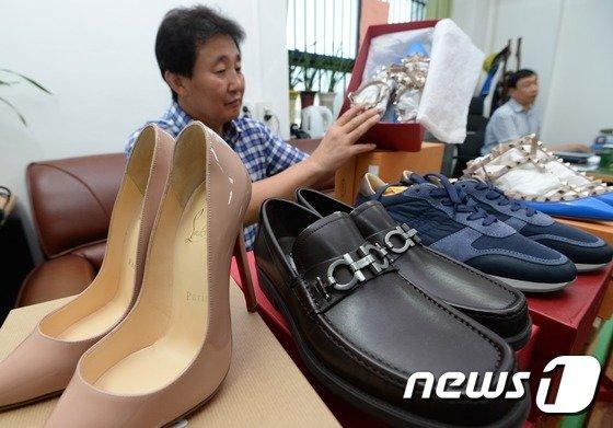[사진]일했던 매장에서 명품 구두 훔친 40대 구속