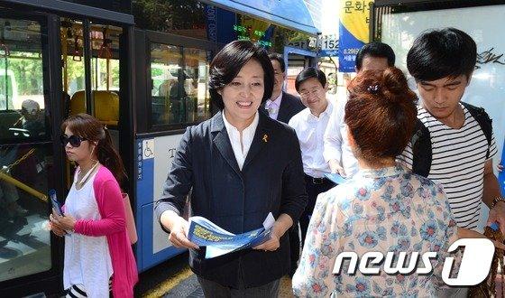 [사진]박영선 위원장이 거리로 나선 까닭은?