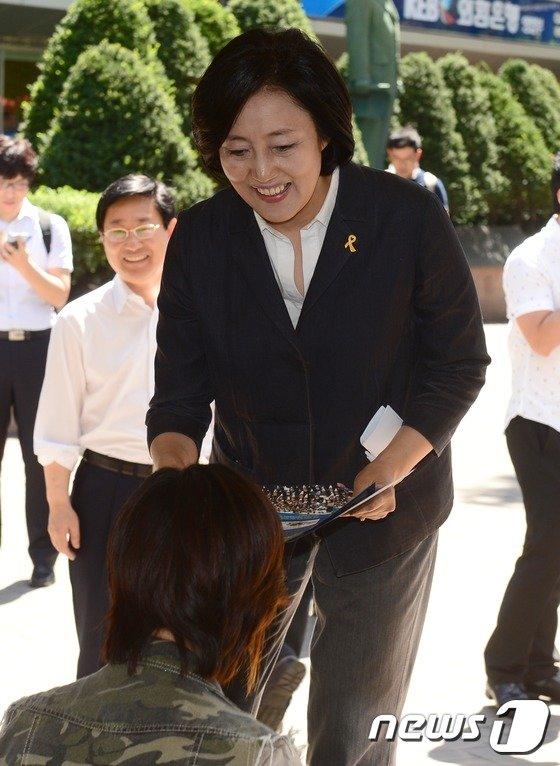 [사진]박영선, 세월호 특별법 거리 홍보