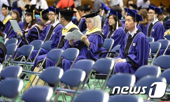 [사진]늘어가는 빈자리, 졸업식 어떤 의미?