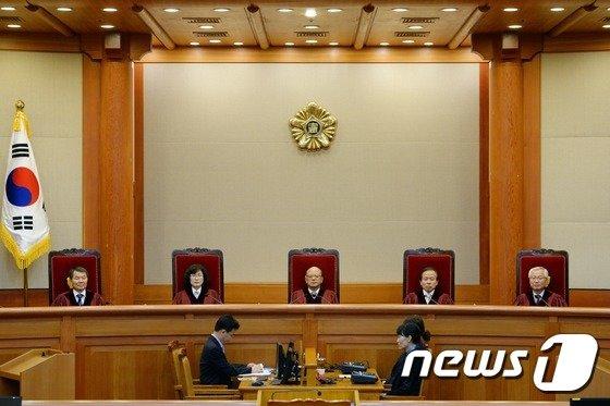 [사진]'교원노조 정치활동 금지' 헌재의 판단은 합헌