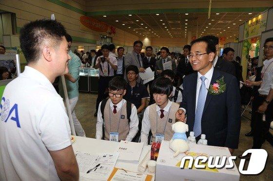 [사진]고용 당부하는 김낙회 관세청장