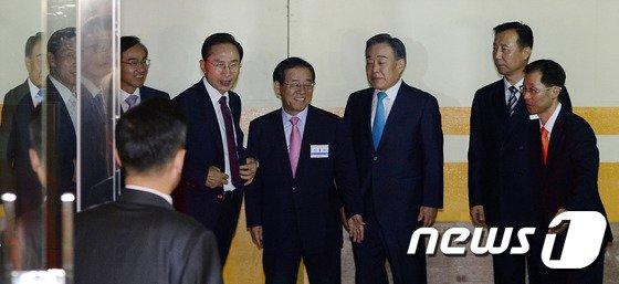 [사진]재임시절 인사들 만나러온 이 전 대통령
