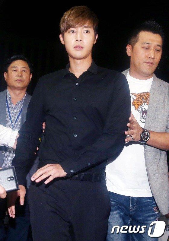 [사진]경찰서 들어서는 김현중