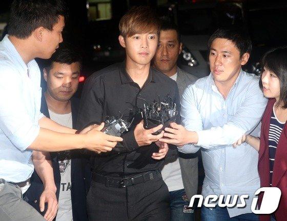 [사진]김현중, 피의자 신분 경찰서 출석