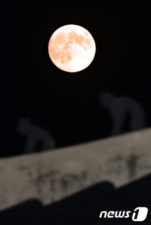 [사진]'한가위 서울 하늘 밝히는 슈퍼문'