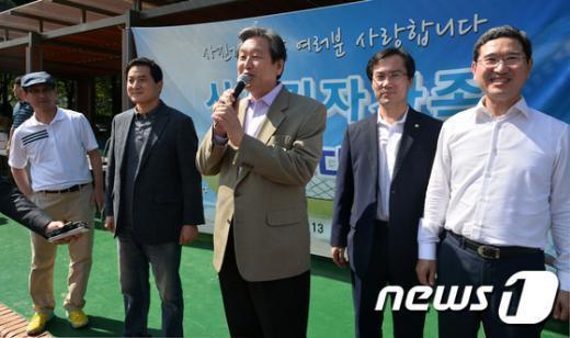 [사진]사진기자협회 가족체육대회 찾은 김무성 새누리당 대표