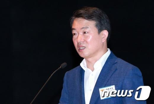 [사진]전국 경찰 지휘부 대상 특강하는 강신명 경찰청장