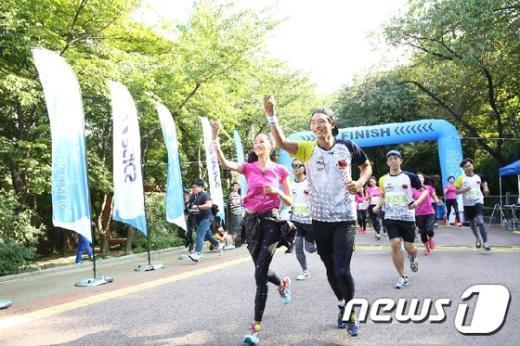 [사진]진운-혜박, '달리기 좋은 날씨에요'