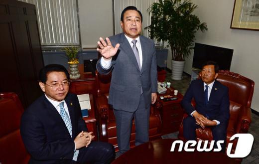 [사진]이완구 원내대표, 김영록-강동원 회동