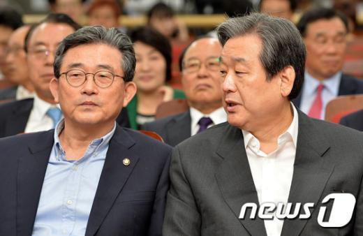 [사진]대화하는 김무성-이한구
