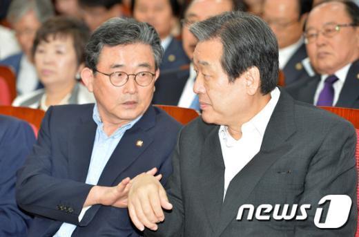 [사진]김무성-이한구 '소근소근'