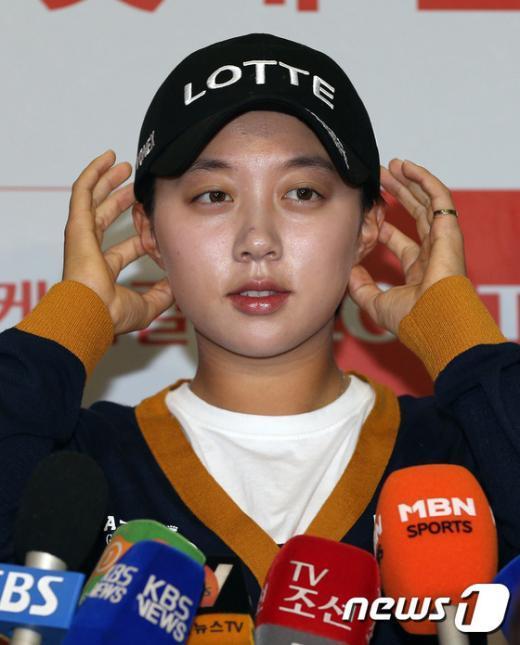[사진]LPGA 에비앙 우승 김효주 '인터뷰 떨리네'