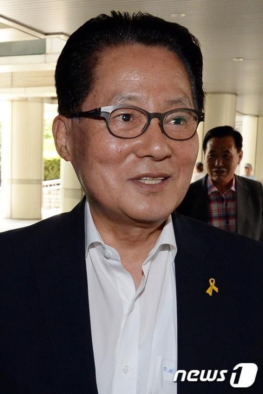[사진]항소심 공판 출석하는 박지원