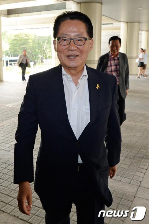 [사진]법정 향하는 박지원
