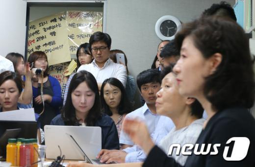 [사진]숙대 작곡과 교수실 앞의 학생들