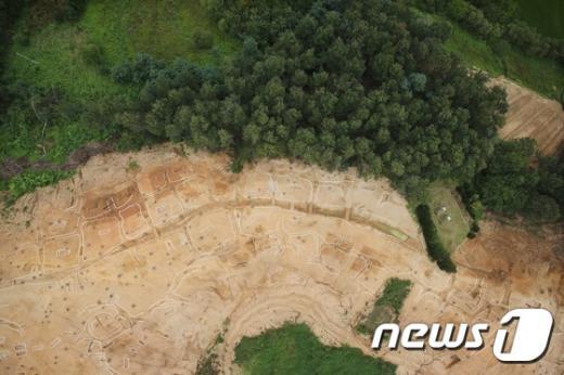 [사진]원삼국시대 집단 무덤 발굴