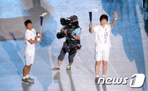 [사진]네번째 상화 봉송자, '한국 여자 농구의 전설' 박찬숙