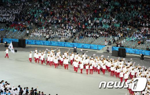[사진]관중 환호에 답하는 대한민국