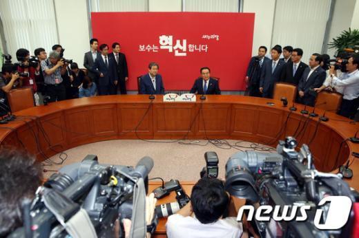 [사진]김무성-문희상 '첫 회동, 꽉 막힌 정국 해법은?'