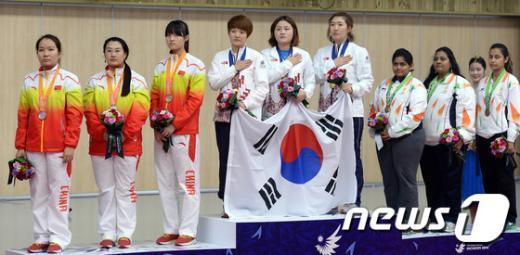 [사진]여자 사격 단체전 금메달 획득한 태극 낭자들