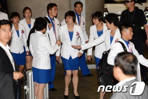 [사진]北선수단 4진 '가자, 인천으로'