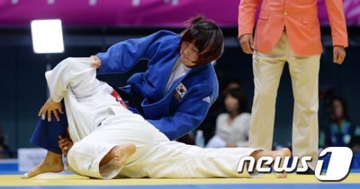 [사진]김은경 '부상투혼 한판승'
